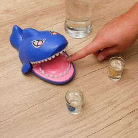 DRINKING GAME REQUIN CROQUE DOIGT