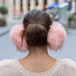 CACHE OREILLES CHAT ROSE NUDE